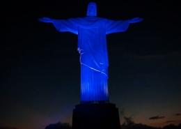 Cristo Redentor iludindo de azul para Dia Mundial de Conscientização do Autismo — Tismoo